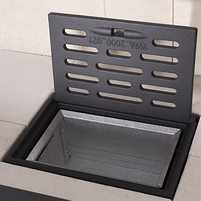grille foyère en fonte sur cendrier inox pour foyer par romotop vue ouverte